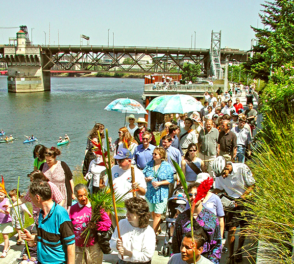 Opening day parade on the Eastbank Esplanade 2001